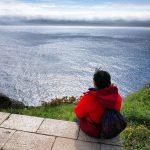 viaggiare-zaino-in-spalla-cammino-di-Santiago-finisterre-vista-oceano