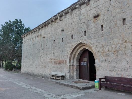viaggiare-zaino-in-spalla-albergue-san-nicola-facciata