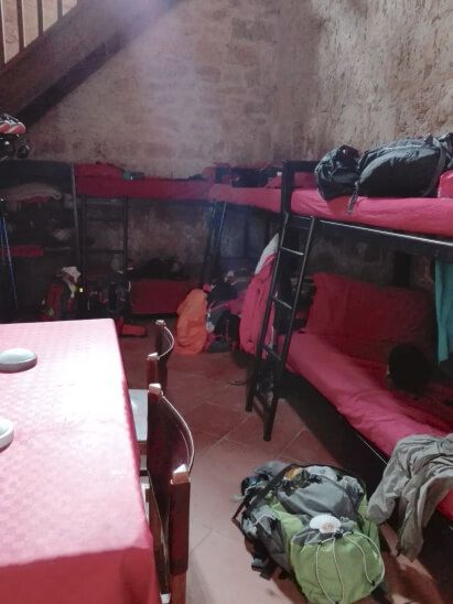 viaggiare-zaino-in-spalla-albergue-san-nicola-letti
