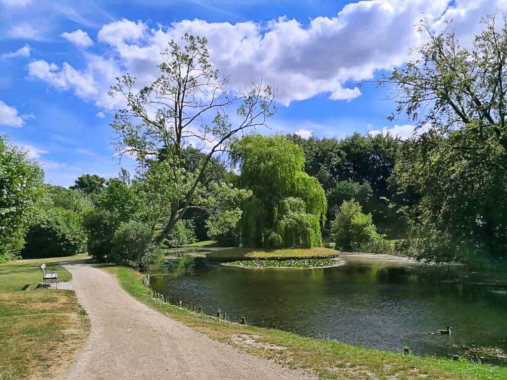 viaggiare-zaino-in-spalla-bernstorffs-parken-lago