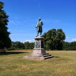 viaggiare-zaino-in-spalla-bernstorffs-parken-statua