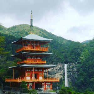viaggiare-zaino-in-spalla-pagoda-nachi-taisha-300x300