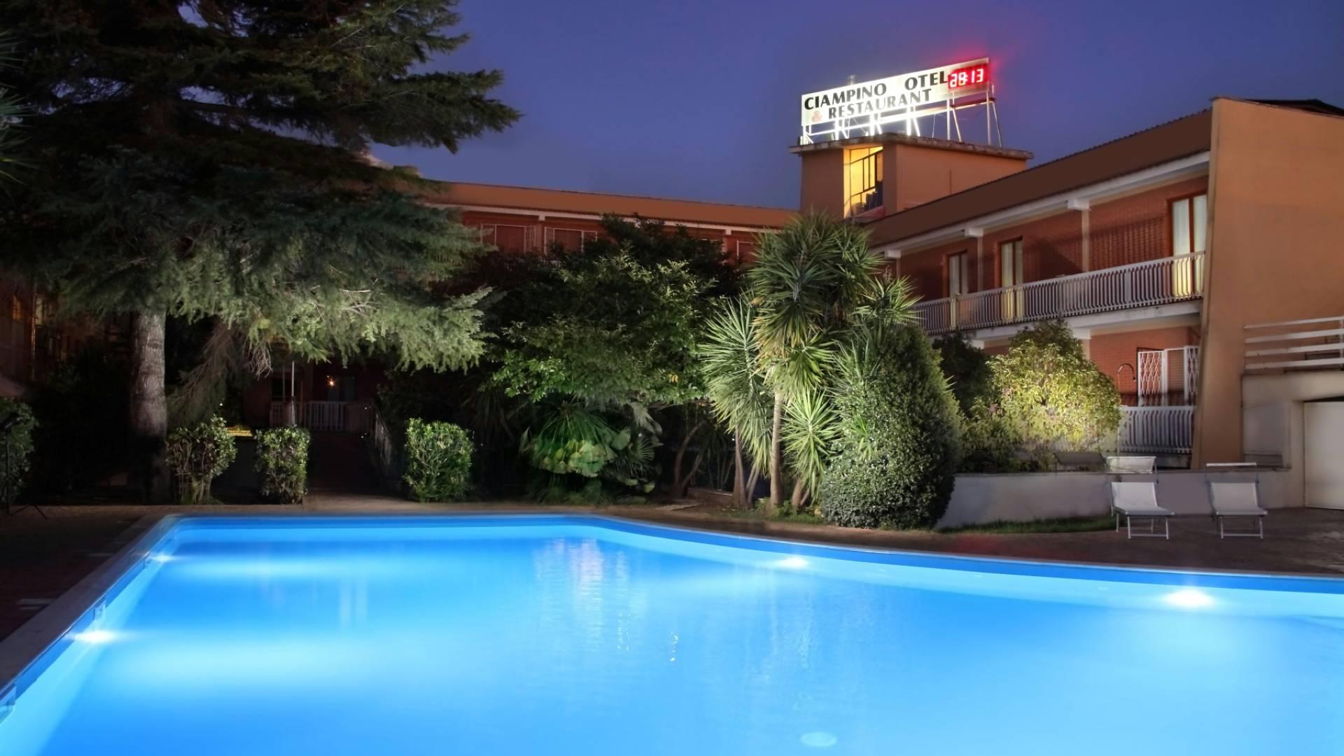 ciampino-hotel-con-piscina