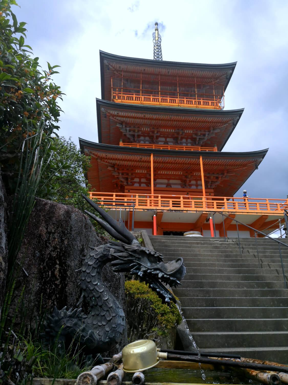 viaggiare-zaino-in-spalla-kumano-nachi-taisha-pagoda-e-drago
