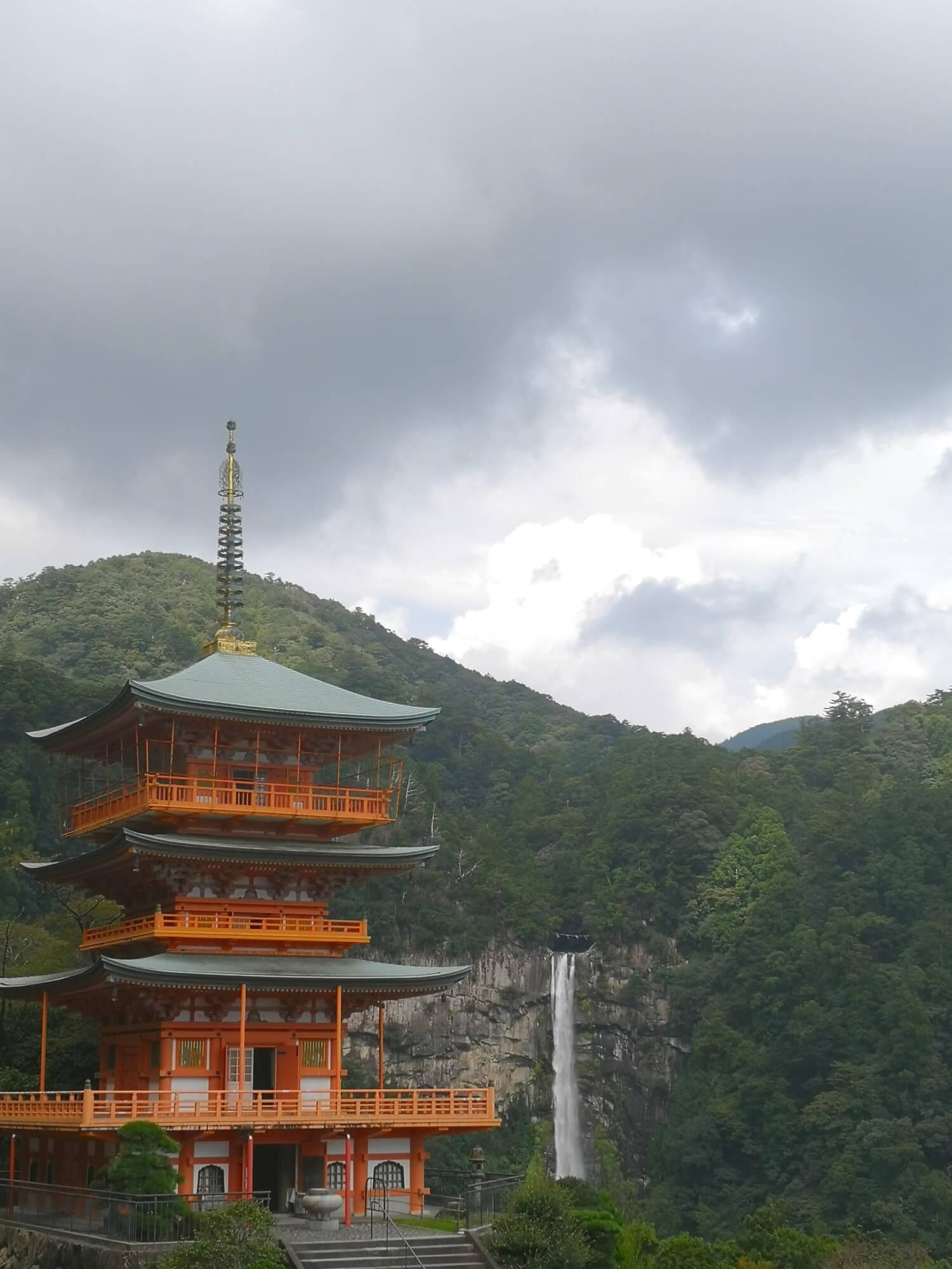 viaggiare-zaino-in-spalla-pagoda-kumano-kodo-nachi-taisha-giappone