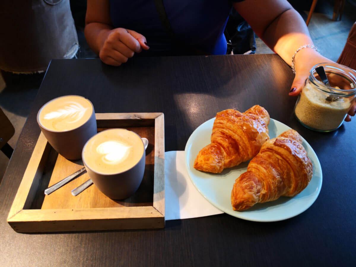 viaggiare-zaino-in-spalla-colazione