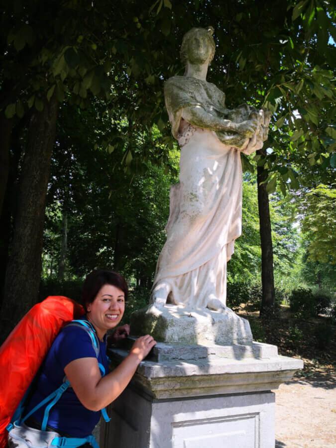 viaggiare-zaino-in-spalla-parco-di-bruxelles-statue
