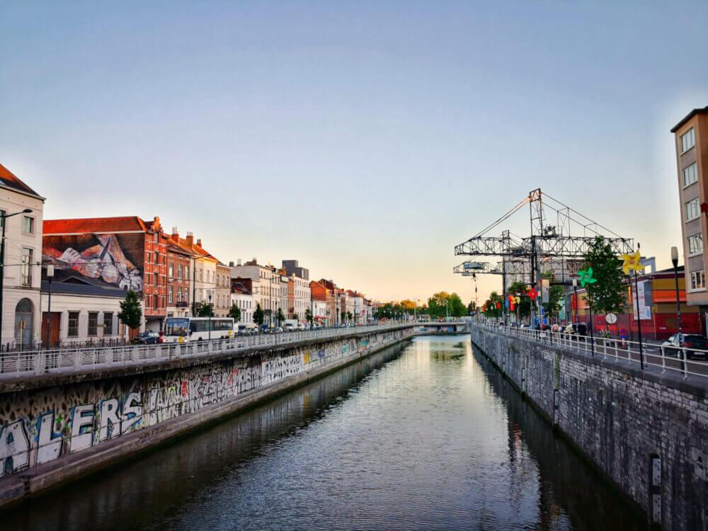 viaggiare-zaino-in-spalla-bruxelles-canale-girandole