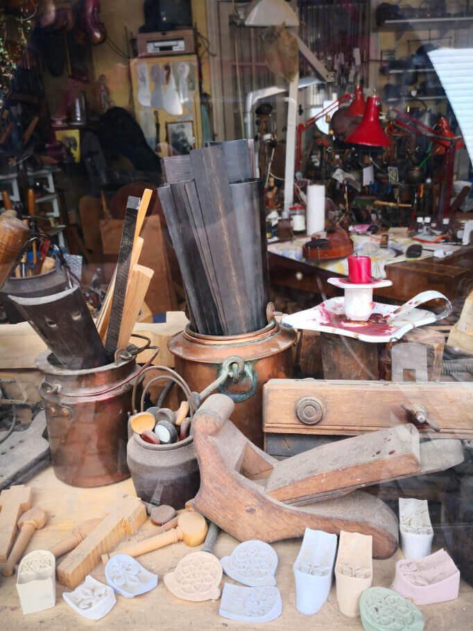 viaggiare-zaino-in-spalla-bruxelles-quartiere-antico-les-marroles-artigiani