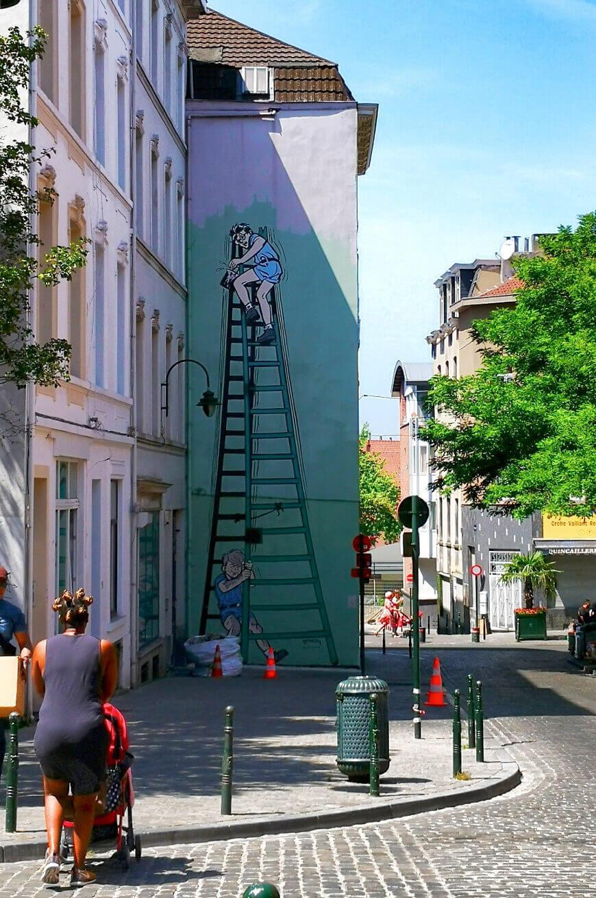 viaggiare-zaino-in-spalla-murales-street-art-bruxelles-quartiere-antico