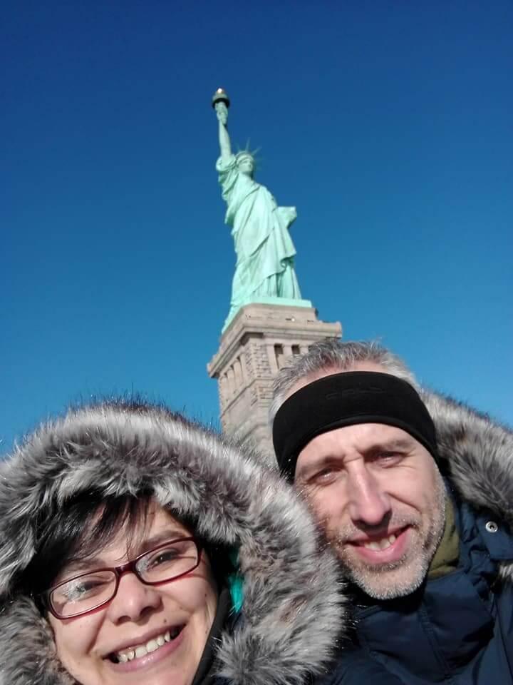 viaggiare-zaino-in-spalla-natale-a-new-york-noi-e-la-statua-della-libertà