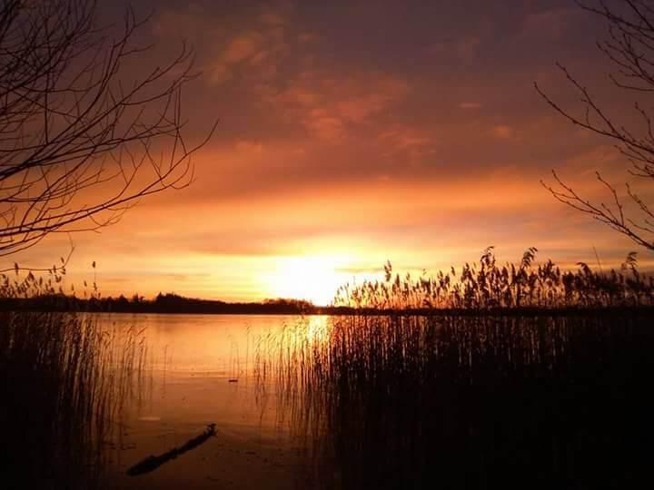 viaggiare-zaino-in-spalla-tramonto-al-lago-sonderso-danimarca