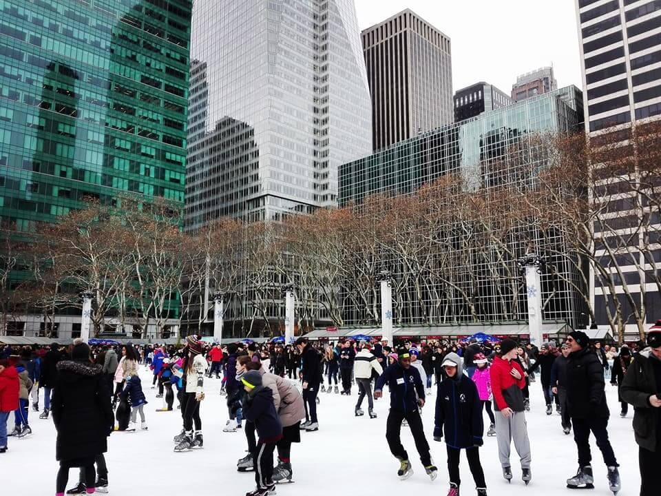 viaggiare-zaino-in-spalla-viaggio-a-new-york-bryan-park-pattinaggio-su-ghiaccio