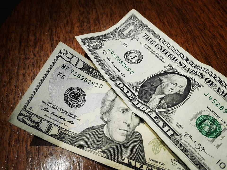 viaggiare-zaino-in-spalla-viaggio-a-new-york-dollari