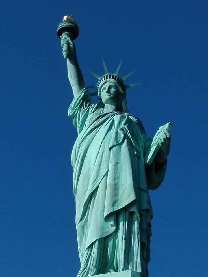viaggiare-zaino-in-spalla-viaggio-a-new-york-statua-della-libertà