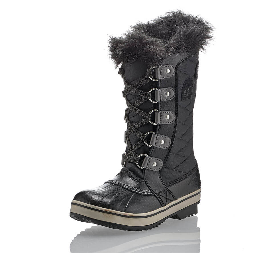 viaggiare-zaino-in-spalla-scarpe-neve-alte