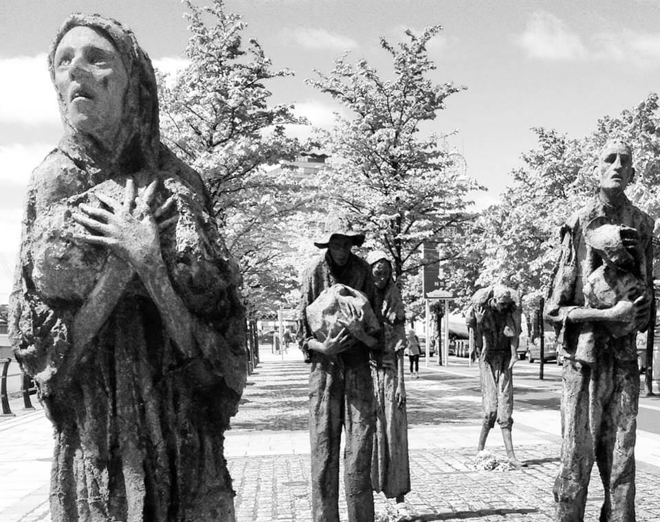 viaggiare-zaino-in-spalla-dublino-sculture-in-bronzo-della-carestia