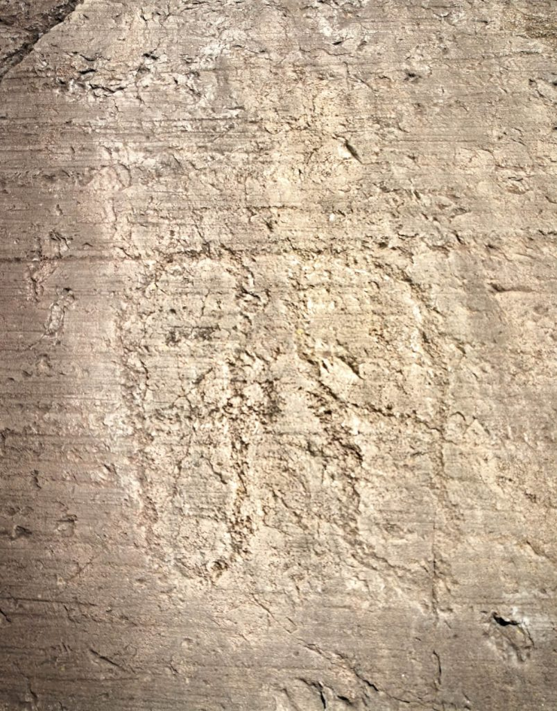 incisioni rupestri valcamonica impronta