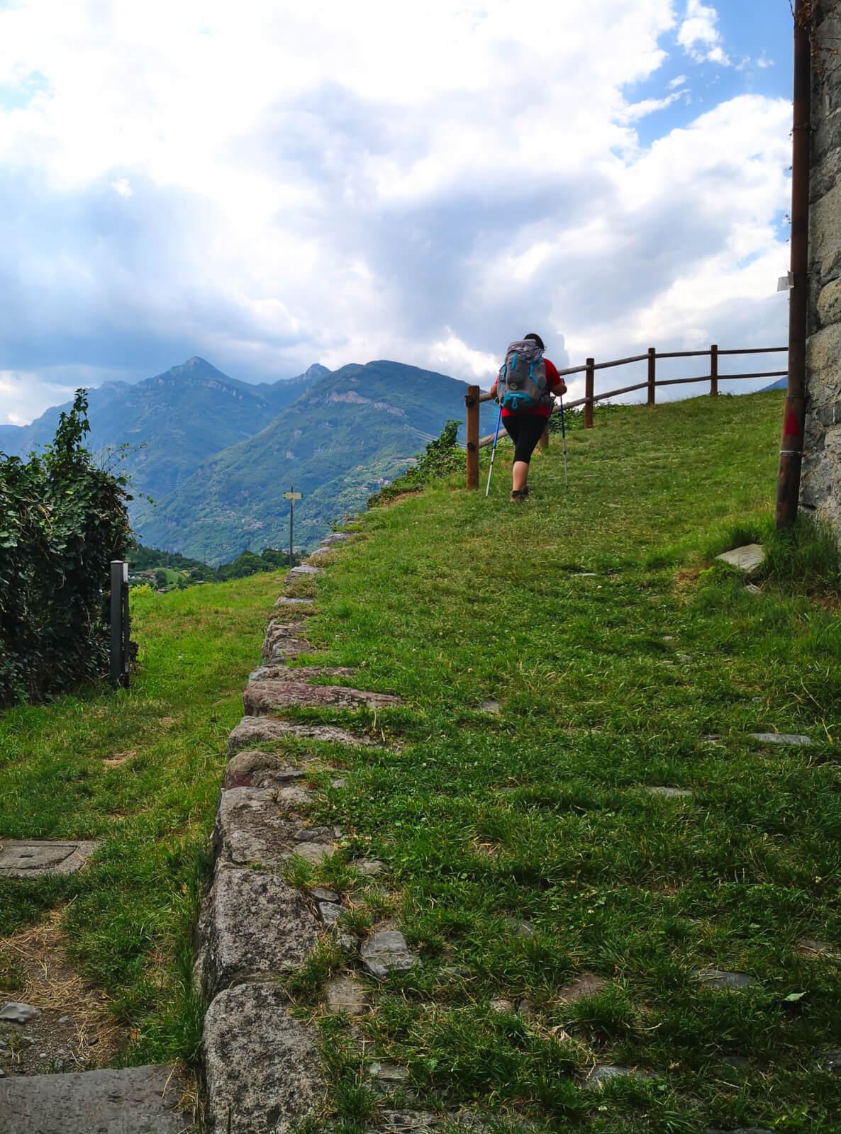 viaggiare-zaino-in-spalla-cammino-valcamonica-1
