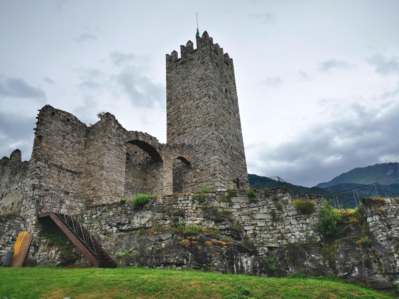 viaggiare-zaino-in-spalla-castello-di-breno-torre