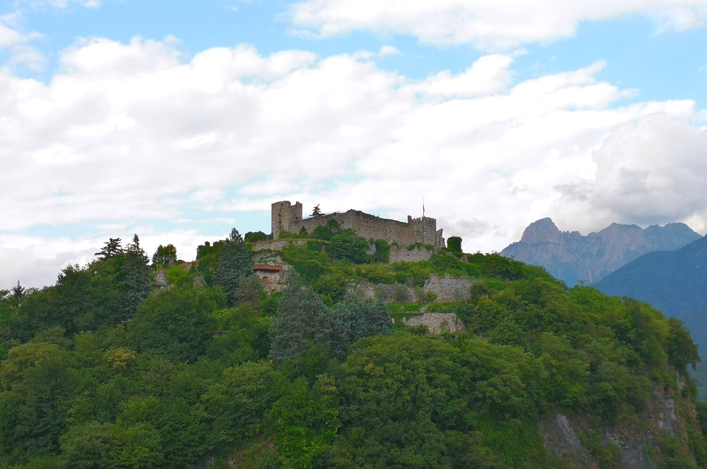 viaggiare-zaino-in-spalla-il-castello-medievale-di-breno